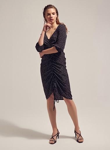 Monamoda Büzgü Detaylı Elbise Siyah